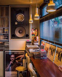 Kopeikin Brothers vintage HiFi: Photo Home Hub audio rooms audiophile Brothers Hifi Kopeikin Photo Vintage Vinyl Cafe, Home Music Rooms, Sound Room, Vinyl Room, Vinyl Storage, Audio Room, Boy Photos, Living Room Remodel, Audio System