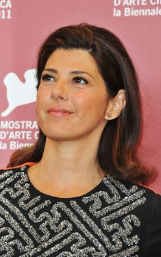 Marisa Tomei shoulder-length style; a lot of volume through the crown and swept up and away from her face; ends curled up to give more bounce (StyleBistro)