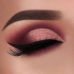 Image discovered by Find images and videos about makeup, make up and eyeliner on We Heart It - the app to get lost in what you love. Maroon Makeup, Gold Eye Makeup, Makeup Eye Looks, Eye Makeup Art, Cute Makeup, Makeup Inspo, Makeup Ideas, Makeup Tutorials, Prom Makeup