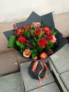 #ранюнкулис скимия розы рускус красное чёрное контраст оранжевый зелёный аспидистра