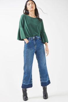 Trumpet sleeve blouse in green. Bell Bottom Jeans, Bell Sleeve Top, Womens Fashion, Fashion Trends, Topshop, Crop Tops, Trumpet, Tees, Coat