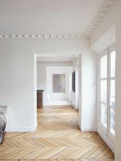 joli salon de style baroque avec decoration murale et sol en parquet Modern Office Design, Modern Interior Design, Parisian Apartment, Parquet Flooring, Home Hacks, Inspired Homes, Interior Decorating, Sweet Home, House Design