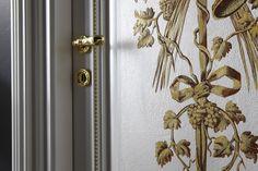 LA  PORTA AFFRESCATA, INCONTRO TRA ARTE E FUNZIONALITA'-detail of frescoed door