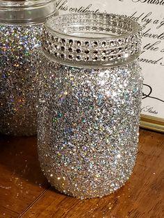 glow jars with glow sticks Glitter Mason Jars, Mason Jar Crafts, Mason Jar Diy, Bottle Crafts, Crafts With Glass Jars, Diy Jars, Glow Stick Jars, Glow Jars, Glow Sticks