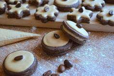 Kávové cukroví s královskou polevou -ec Plaisir Christmas Sweets, Christmas Cookies, Croissants, Doughnut, Sweet Recipes, Biscuits, Food Porn, Food And Drink, Pudding
