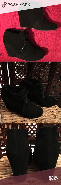 """Dolce Vita black suede booties Size 6   Dolce Vita 3"""", all suede, wedge heel, bootie in black.  Barely worn/Excellent condition.  ❌sorry no trades Dolce Vita Shoes Ankle Boots & Booties"""