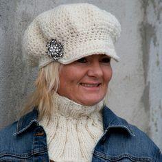 Gratis oppskrift på heklet cap og strikket hals Knitting Patterns, Cap, Crochet, Funny, Fashion, Knitting Stitches, Baseball Cap, Crochet Hooks, Moda
