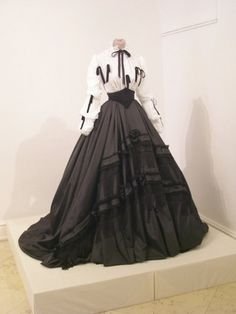 Day dress of Empress Elisabeth (Sisi) of Austria, ca. 1860s.  Oh my gosh I love this