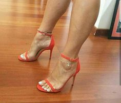Pretty Toes In Heels : Photo Sexy Legs And Heels, Hot Heels, Sexy High Heels, High Heels Stilettos, Stiletto Heels, Pumps, Champagne Heels, Ankle Strap Shoes, Gorgeous Feet