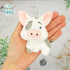 50 Ideas For Holiday Season Christmas Families Pig Crafts, New Year's Crafts, Felt Crafts, Holiday Crafts, Felt Christmas, Family Christmas, Christmas Ornaments, Pig Baby Shower, Alfabeto Animal
