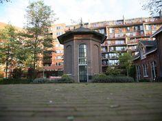Dit gezellige torentje in Amsterdam wordt sinds 10 jaar verhuurd als een 'drie-verdiepingen-tellende' hotelkamer. #origineelovernachten #reizen #origineel #overnachten #slapen #amsterdam #vakantie #opreis #travel #uniek #bijzonder #slapen #hotel #bedandbreakfast #hostel #camping