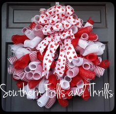Valentine Deco Mesh Wreath, Valentine's Day Wreath, Curly Q Wreath, Valentine Wreath, Deco Mesh Wreath, Heart Wreath
