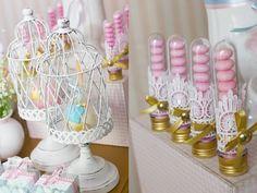 Uma festa de princesa, para comemorar o aniversário da pequena Valentina. Uma decoração de sonho, em rosa, azul, branco e dourado. Tão suave, que parece te
