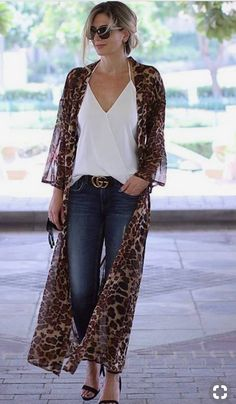 Outfit dresses How to wear leggings and jeggings to look cool and stylish? Leo Cardi and casual outfit Fashion Mode, Moda Fashion, Kimono Fashion, Trendy Fashion, Fashion Looks, Fashion Trends, Ladies Fashion, Fashion Ideas, 2000s Fashion