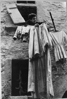 Sabine Weiss // Italie -- via emiliofr Line Photography, Street Photography, Best Of Italy, Nice Italy, Sabine Weiss, Willy Ronis, Italian People, Italy Tours, Great Photographers