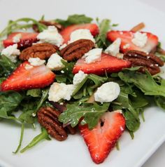 Strawberry Goat Cheese Arugula Salad ~ The perfect salad combination of crisp greens, sweet strawberries, salty creamy cheese, crispy pecans, red onions and a tangy balsamic vinegar and oil dressing. Diet Recipes, Vegetarian Recipes, Cooking Recipes, Healthy Recipes, Clean Eating, Healthy Eating, Savarin, Arugula Salad, Dinner Ideas