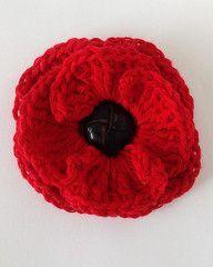 Free - Button Poppy Flower crochet pattern // by Maggie's Crochet Crochet Buttons, Knit Or Crochet, Crochet Crafts, Crochet Projects, Crochet Hooks, Knitted Poppies, Knitted Flowers, Crochet Puff Flower, Crochet Flower Patterns