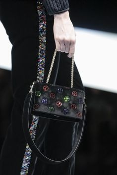 Giorgio Armani Fall 2017 Ready-to-Wear Accessories Photos - Vogue
