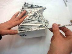 Cómo hacer un cesto en espiral de papel de periódico