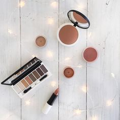 When the nights get darker, it's time to light up with a sprinkle of shimmer and glitz! Check out our edit of eye-catching metallics and get the look #bbloggers #mua #makeup #lilylolo #christmas