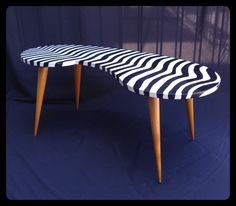 Perfeita mesa de centro para um ambiente com características da fase/elemento Água.