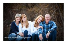Family of 4 Older Family Photography, Father Daughter Photography, Family Portrait Photography, Family Photographer, Photography Poses, Family Portrait Poses, Family Picture Poses, Family Photo Sessions, Adult Family Poses