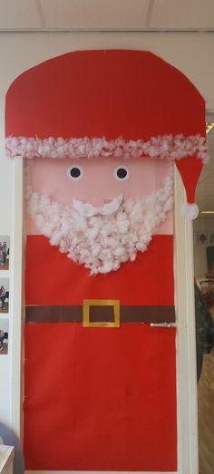 Leuk voor kerst. Een deur omgetoverd tot kerstman. 🎅🏼
