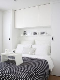 Astounding Small Bedroom Storage Ideas in Contemporary Bedroom with Black Colored Blanket whi. Astounding Small Bedroom Storage Ideas in Contemporary Bedroom with Black Colored Blanket which has Little White Dots Small Bedroom Storage, Small Master Bedroom, Small Bedroom Designs, Storage Spaces, Closet Storage, Bedroom Storage Ideas For Clothes, Bedroom Storage Solutions, Small Storage, Extra Storage