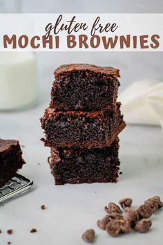 Ooey, goey, and oh so chewy. Mochi brownies blend the taste of Japanese mochi with classic brownies giving you the perfect fusion of flavors. Give this easy recipe a try and be sure to please all the chocolate lovers out there. Chocolate Mochi Recipe, Mochi Brownie Recipe, Gluten Free Chocolate, Vegetarian Chocolate, Brownie Recipes, Chocolate Desserts, Chocolate Lovers, Gluten Free Mochi Recipe, Pastries