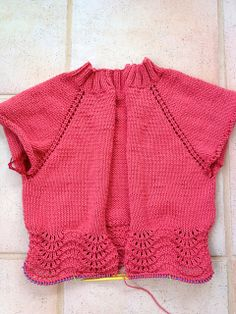 Raglan Cardi with Feather and Fan Pattern Pattern: http://www.ravelry.com/projects/vanessabryce/simple-raglan-cardi   Errata: http://www.lionbrand.com/patterns/L10199.html  See also: http://www.lionbrand.com/patterns/90591AD.html and http://www.lionbrand.com/patterns/80782AD.html Stitch Pattern:  http://www.lionbrand.com/faq/529.html   http://www.lionbrand.com/cgi-bin/faq-search.cgi?faqKey=442  http://www.lionbrand.com/faq/520.html