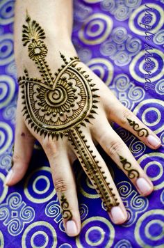 ❤️ Visit us Indus Boutique, Fairfax, VA for henna/mehndi on hands and feet. http://www.indusboutique.com/henna-on-hands-feet.php
