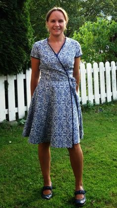 McCalls Patterns M6959 - Is this the ultimate wrap dress sewing pattern for woven fabrics? Join the sew-along to make this dress for yourself: http://www.sewinlove.com.au/2016/01/22/mccalls-patterns-m6959-wrap-dress-join-sew-along/