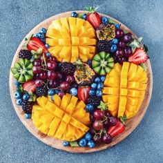 A fruity dessert platter isn't complete without golden mangoes! Delicious Fruit, Yummy Food, Fruit Recipes, Snack Recipes, Fruit Platter Designs, Dessert Platter, Party Food Platters, Healthy Fruits, Aesthetic Food