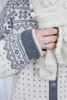 Bilderesultat for telemark kofte Knitting Room, Knitting Ideas, Motif Fair Isle, Gray Matters, Piece Of Me, Knit Patterns, Fingerless Gloves, Arm Warmers, Knitwear