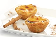 Learn how to bake and prepare the recipe for Greek cheese tartlets, also known as Melitinia.