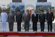 El gobernador Javier Duarte de Ochoa acompañado de autoridades militares durante la guardia de honor con motivo del 99 Aniversario del Día del Ejército Mexicano