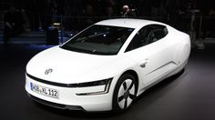 The diesel hybrid car doesn't come with conventional door mirrors and rear window that helps to increase the aerodynamic drag in this vehicle. Diesel Cars, Diesel Engine, Diesel Vehicles, Cool Sports Cars, Cool Cars, Diesel Hybrid, Eco Friendly Cars, Transportation Design, Car Manufacturers