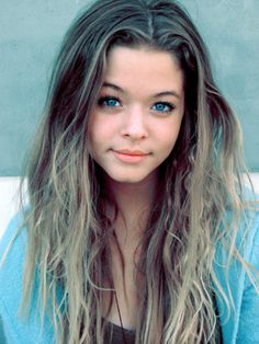 sasha pieterse also known as alison dilerentes on the hit tv show pretty little liars rocking the blue look Ombre Hair, Blonde Hair, Shampooing Sec, Sasha Pieterse, Pretty Little Lairs, Hairstyles With Bangs, Pretty Face, Pretty People, Beautiful People