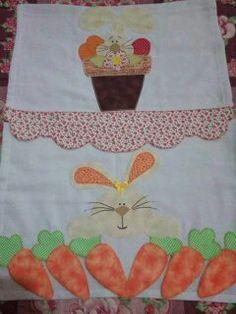 Panos de prato Páscoa! Tea Towels, Apron, Patches, Easter Tablecloth, Kitchen Towels, Applique Designs, Bunny, Needlepoint, Bags