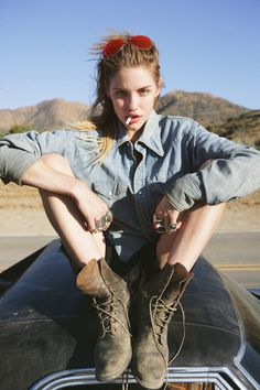 #bota #camisa # oculos #sexy #cigarro