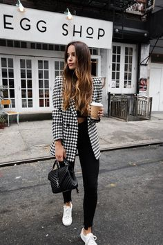 Black and White Blazer Outfit // Monochrome Outfit // Black Skinny Jeans // Fall Outfit // Hounds Tooth Blazer Outfit Winter Fashion Outfits, Fall Outfits, Autumn Fashion, Casual Outfits, Tennis Outfits, Fashion Clothes, Women's Clothes, Fashion Shoes, Fashion Dresses