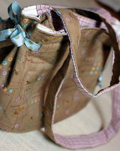 tutorial for lovely clover bag - edited to link directly to the tute