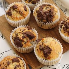 Mini muffins banane chocolat - Food and drink - Mini Muffins, Pizza Muffins, Yummy Treats, Delicious Desserts, Yummy Food, Cupcake Recipes, Dessert Recipes, Food Vids, Mini Cakes