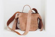 Leather Backpack, Backpacks, Street Style, Artist, Bags, Fashion, Handbags, Moda, Leather Book Bag