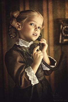 New baby photography vintage children Ideas Precious Children, Beautiful Children, Children Photography, Portrait Photography, Kind Photo, Pretty Little Girls, Expecting Baby, Jolie Photo, Poses