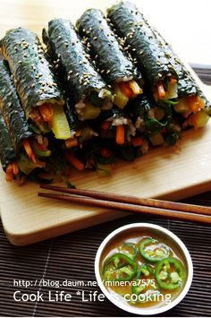 재료가 정말 간단한 얼큰한 마약김밥 Korean Street Food, Korean Food, Healthy Eating Habits, Asian Cooking, Food Menu, International Recipes, Food Design, Asian Recipes, Food Photography