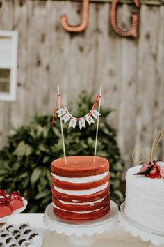 This marsala wedding features countless stunning DIY projects romantic boho bridal style and amazing southern rustic vibes. Flower Cake Toppers, Wedding Cake Toppers, Wedding Cakes, Wedding Cake Images, Wedding Cake Rustic, Bolo Red Velvet, Velvet Cake, Red Velvet Wedding Cake, Cake Banner