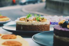Raw food cake from figs
