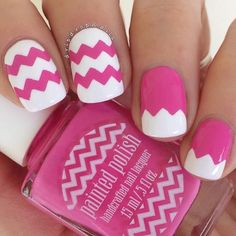 Such a pretty mani by @dripdropnails! Jessica is using our Chevron Nail Vinyls  Find them at: snailvinyls.com