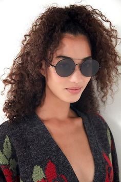 Rounded Aviator Sunglasses Megan Fox This Pinterest Board is ALL ABOUT the best aviators and military sunglasses out on the internet. Whether you want to go shopping for small aviators lenses, or just want some face eating sunglass inspo, this is the board for you. Some of our favorite icons who have rocked big aviator glasses are Kim Kardashian West, Kylie Jenner, Gigi Hadid, Ariana Grande, Desi Perkins and a shit ton more. Don't miss the biggest aviator sunglass trends of 2018 and 2019
